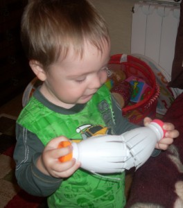 Чем занять ребенка дома: Трещотка