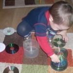 Чем занять ребенка дома: пирамида из дисков