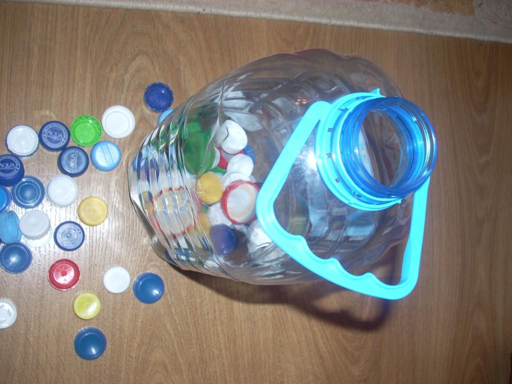 Игрушки с крышками пластиковых бутылок своими руками 68