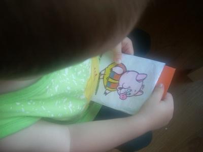 Как учить цвета с детьми: хрюша-модник