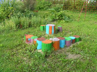 Пеньки на детской площадке Альбины