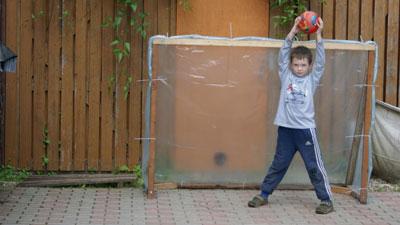Футбольные ворота на детской площадке