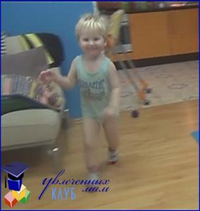 дети танцуют дома