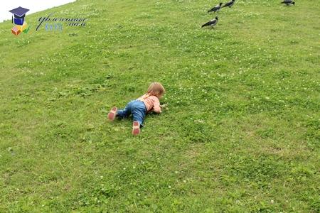 покувыркались на траве