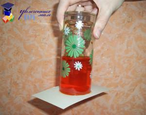вода в перевернутом стакане