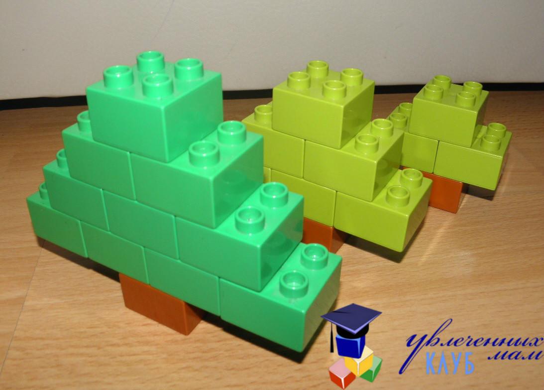 Лего-поделки (Lego Duplo) - Елочки сравниваем размер