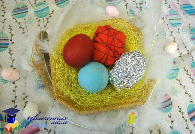 Гнездо с яичками-подсказками