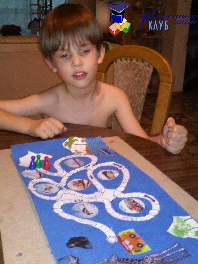 Даниэль с настольной игрой